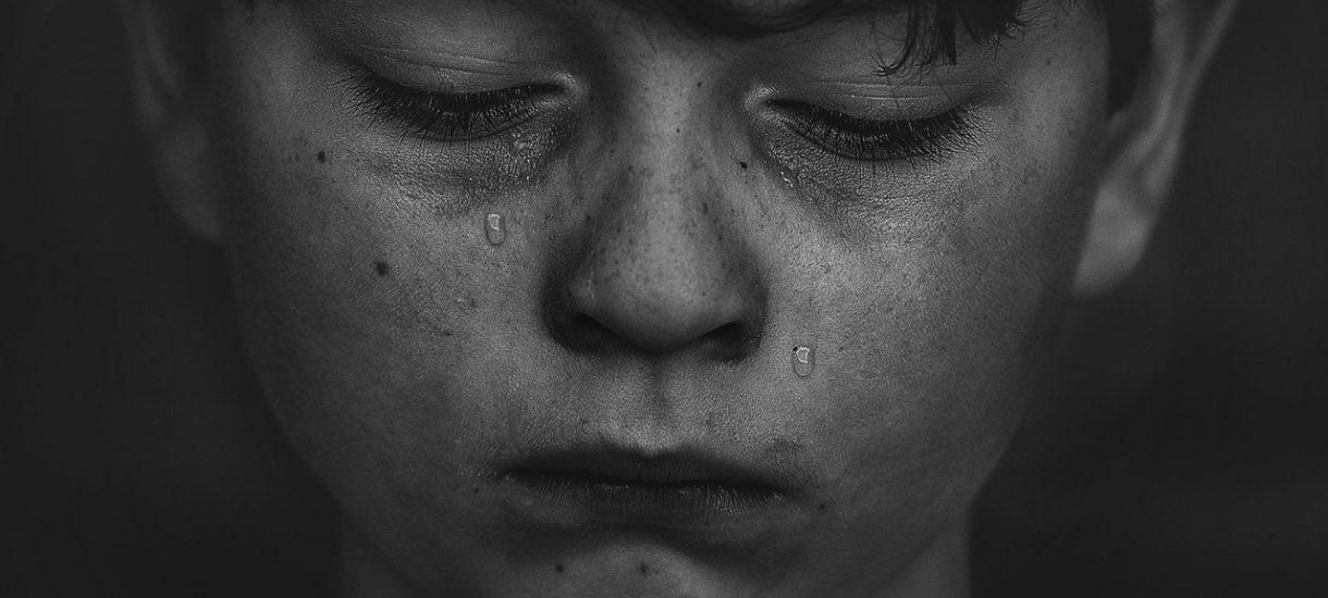 Przedszkolanka znęcała się nad niepełnosprawnym dzieckiem. Dyrekcja się o sprawie dowiedziała i wyrzuciła 24 dzieci z przedszkola