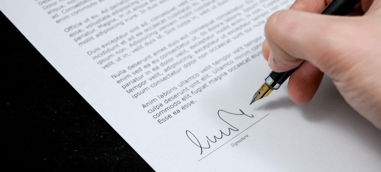Fałszowanie podpisów jest karalne. Co grozi za podpisanie się za kogoś?