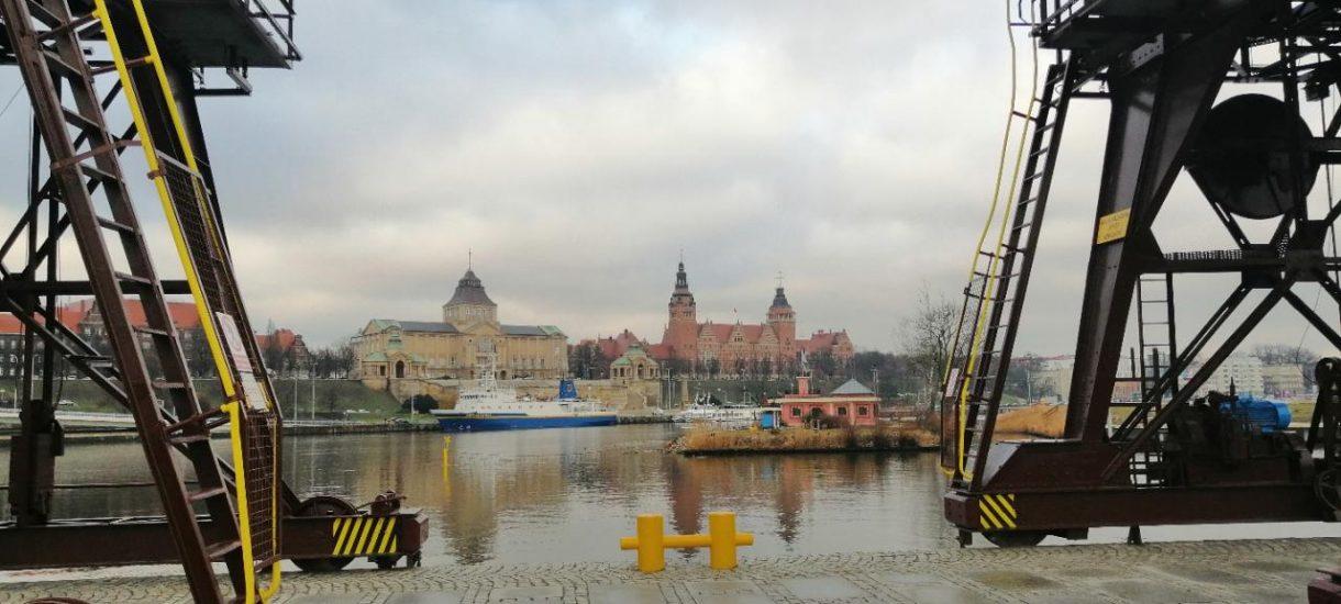 Biedroń mówi, że Szczecin leży nad morzem. To bzdura, ale od strony administracyjnej Biedroń ma rację