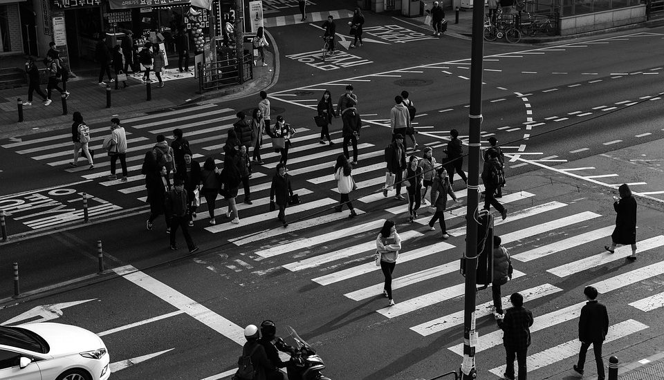 Jest szansa, że przejście dla pieszych już wkrótce przestanie przypominać pułapkę na osoby przekonane o własnym bezpieczeństwie