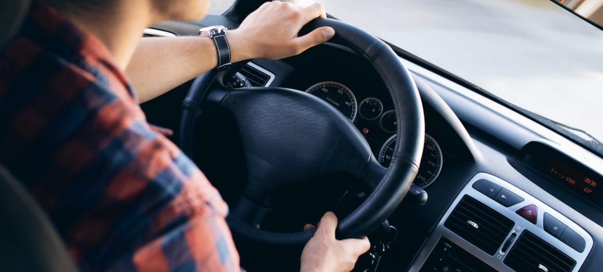 Fiskus potwierdza, że nie trzeba płacić podatku dochodowego od kilometrówki, niezależnie od tego czyj jest samochód