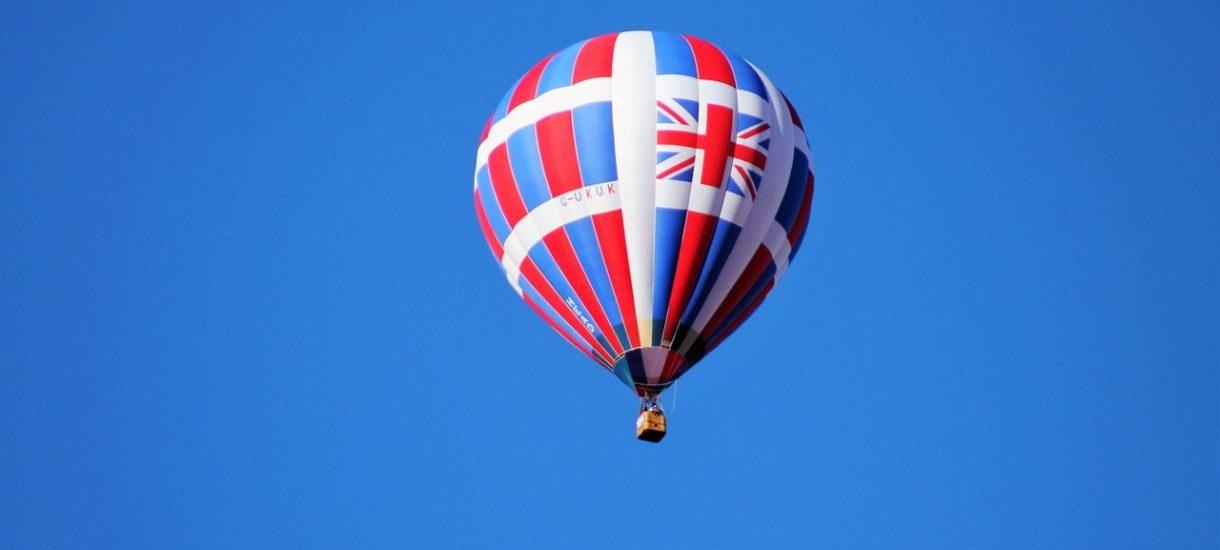Donald Tusk ostentacyjnie kpi sobie z Brexitu i… wysyła Brytyjczyków do piekła
