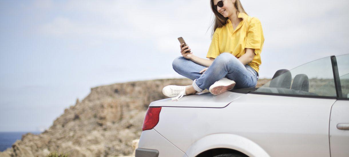 Zasięg przy granicy może spowodować naliczenie opłat roamingowych. Minister radzi ręcznie wybierać sieć