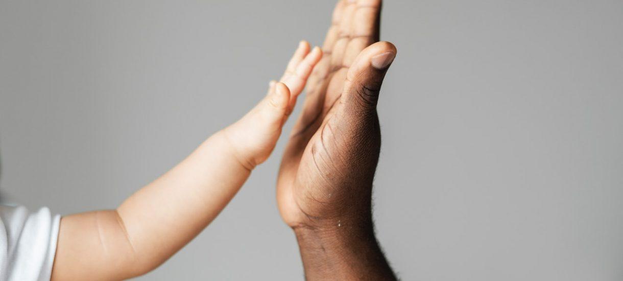 Karta Dużej Rodziny – komu przysługuje i jakie zniżki można uzyskać?
