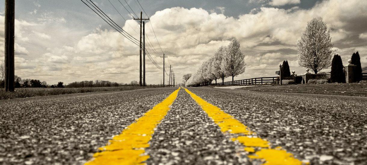 Wypadek z powodu nierówności na drodze to nie tylko wina zarządcy drogi, ale i kierowcy