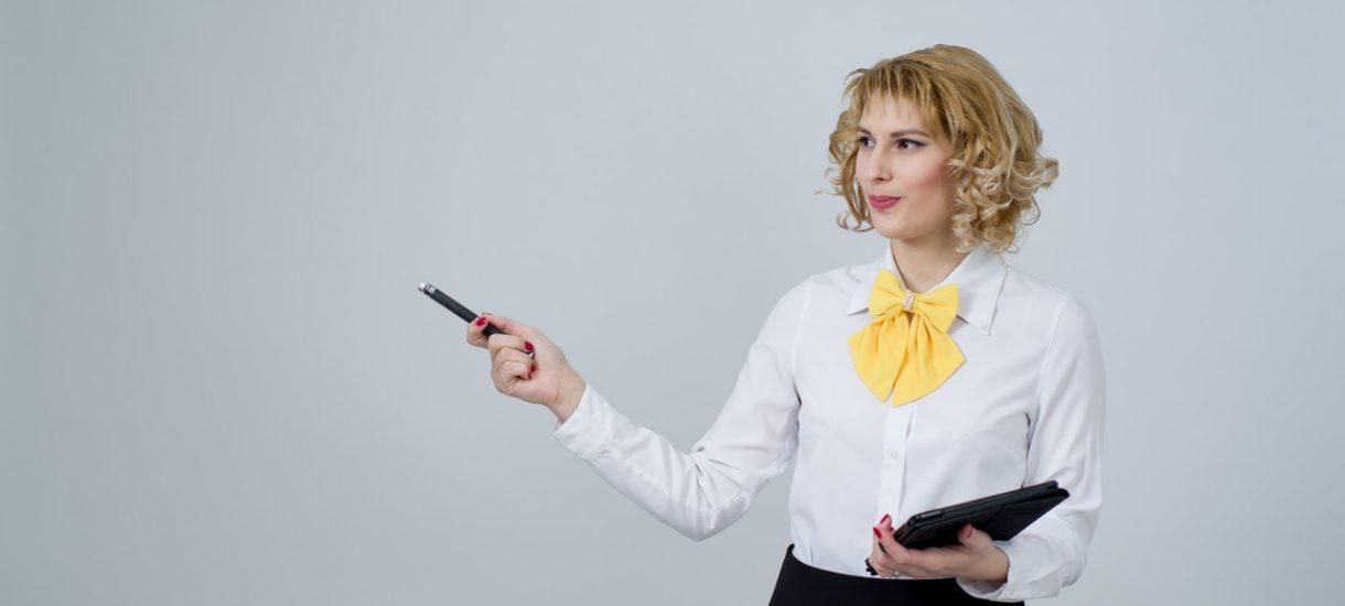 Ile naprawdę pracują nauczyciele? Dzień z życia nauczyciela polskiego, czyli za co im płacą