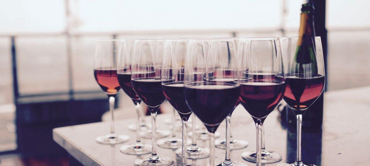 Jedzenie i alkohol na spotkaniu z klientem mogą być wliczone w koszty uzyskania przychodu pod warunkiem, że sprzyjają interesom