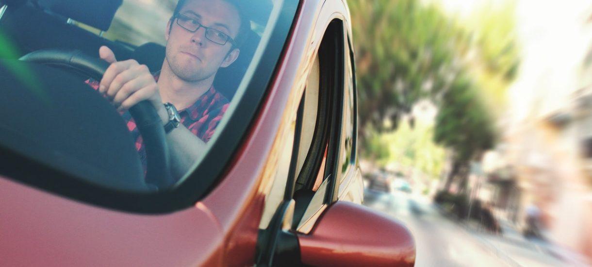 Ministerstwo Cyfryzacji zapowiada, że obowiązek posiadania prawa jazdy podczas prowadzenia pojazdu zostanie zniesiony