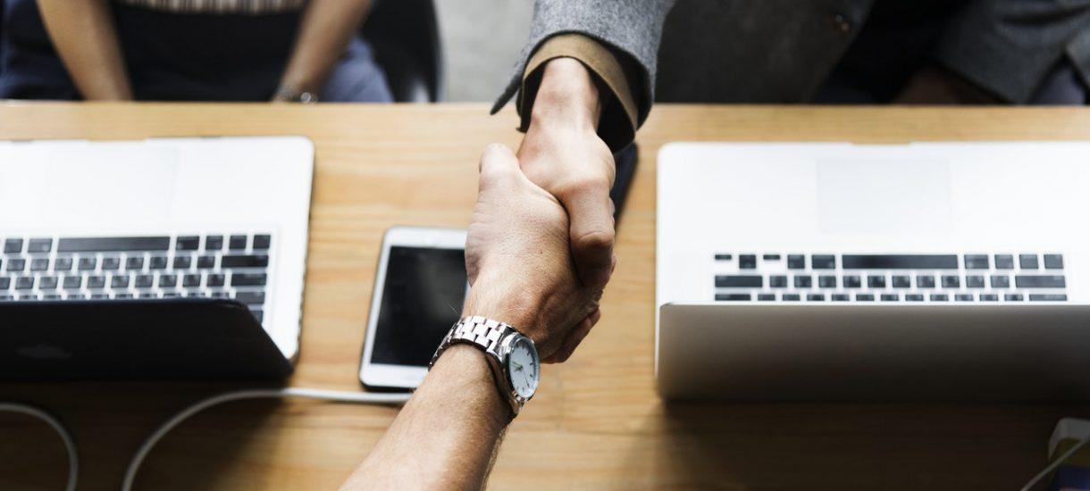 Przeniesienie umowy telekomunikacyjnej na nowego abonenta. Jak wygląda cesja umowy UPC?