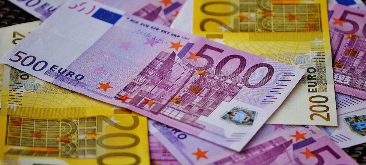"""Czy Polska powinna wprowadzić euro? Raport NIK rozważa """"za"""" i """"przeciw"""""""