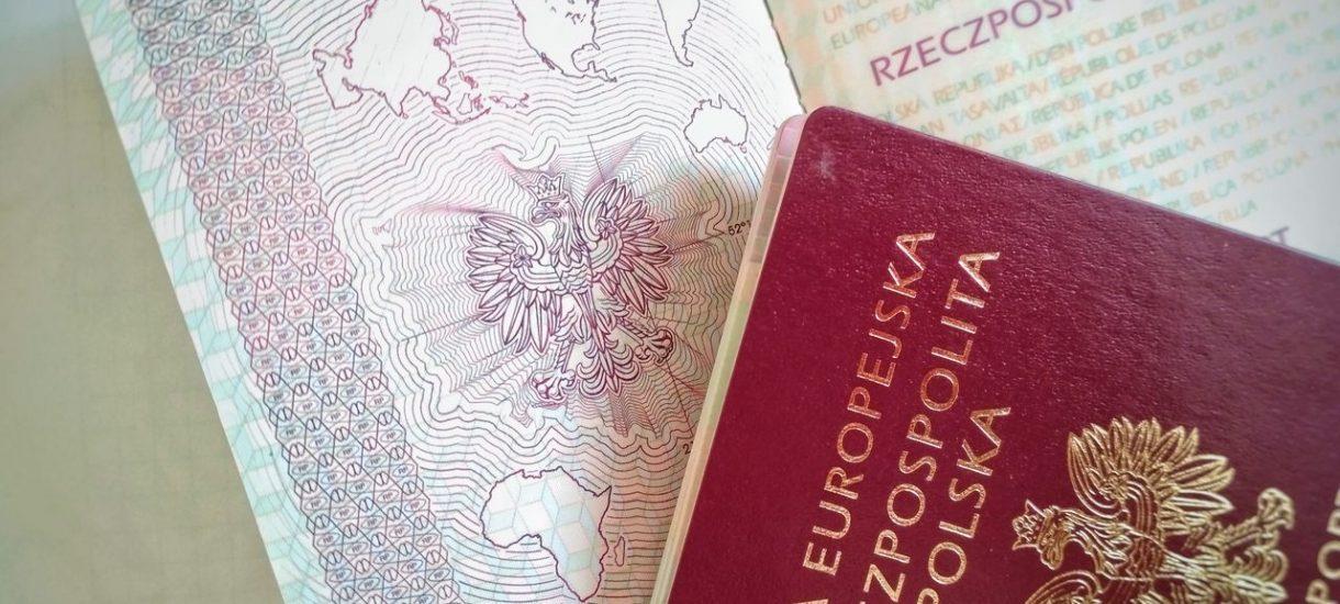 Jak wyrobić paszport? Gdzie składać wniosek, ile kosztuje wyrobienie paszportu i na jakie zniżki możemy liczyć