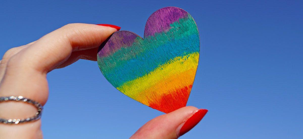 Karta LGBT Plus krok po kroku. To musicie wiedzieć na temat głośnej inicjatywy, która podbija Warszawę