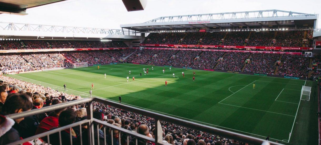 Piłkarska Ekstraklasa często lekceważy przepisy prawa, ale PZPN przymyka na to oczy