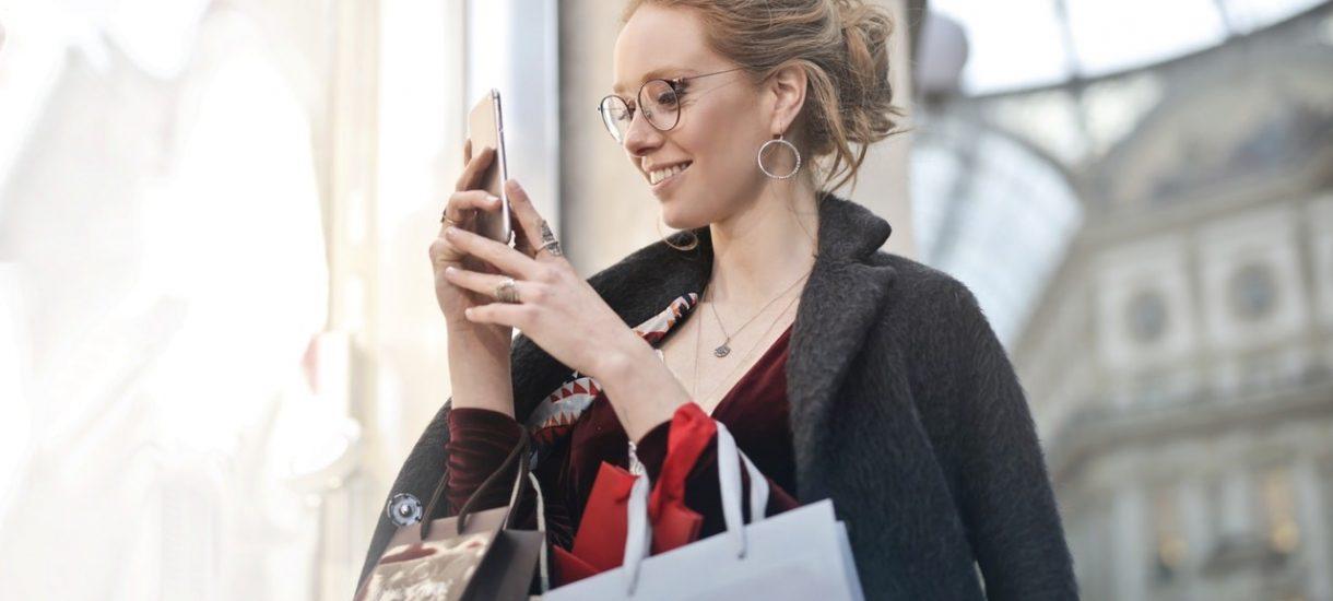 Sklepy internetowe wprowadzają konsumentów w błąd, zawyżają ceny i oszukują co do ofert specjalnych