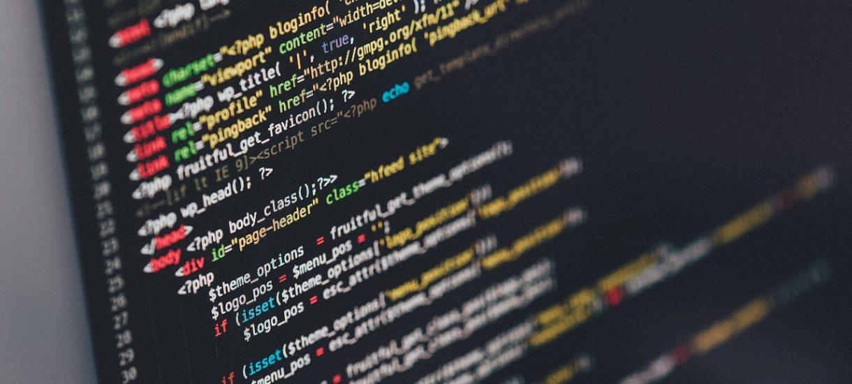 Kto jest odpowiedzialny za wyciek danych osobowych z serwisu internetowego w wyniku ataku hakerskiego?