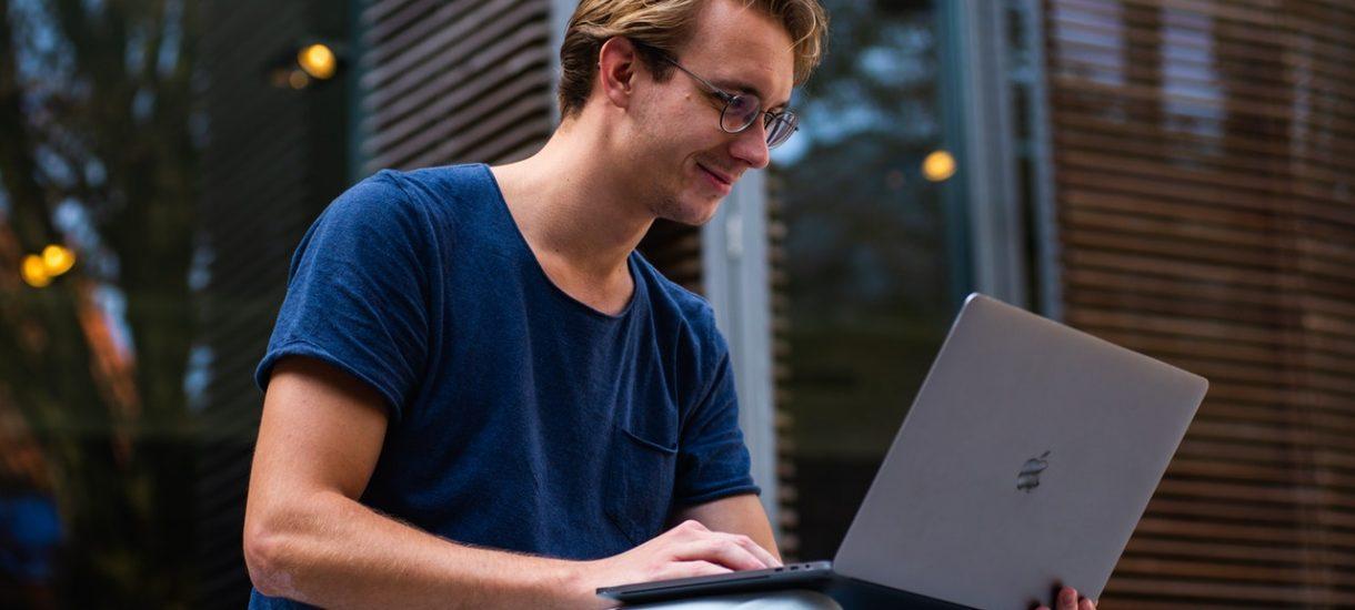 Programista nie jest najlepiej opłacanym zawodem XXI w. A przynajmniej nie zarabia 18 tys. zł miesięcznie bez doświadczenia