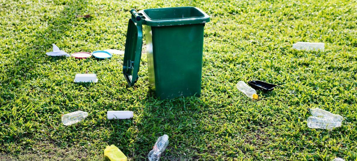 Jak postawić śmietnik, by uniknąć procesu z sąsiadem?