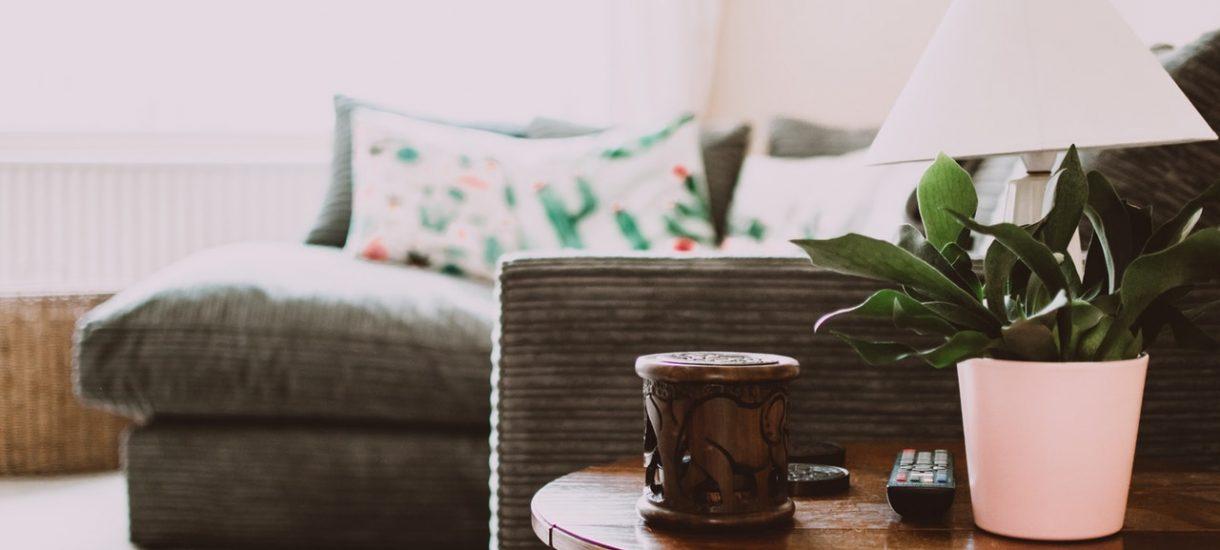 Koszty prowadzenia działalności w mieszkaniu – czy konieczne jest wydzielanie osobnego pomieszczenia?
