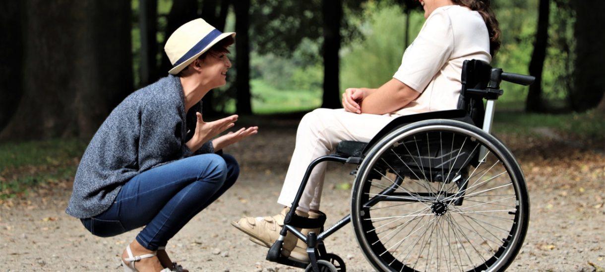Komu przysługuje opieka wytchnieniowa i jak ją uzyskać?