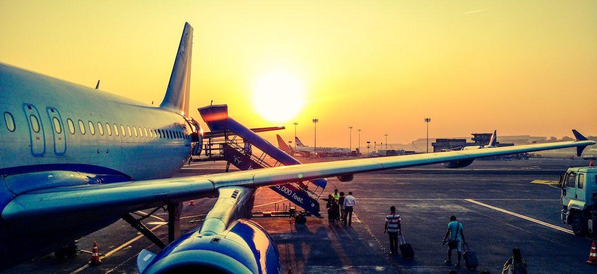 Nadal nie każdy wie, że może dochodzić odszkodowania za opóźniony lub odwołany lot samolotem. Wyjaśniamy jak to zrobić