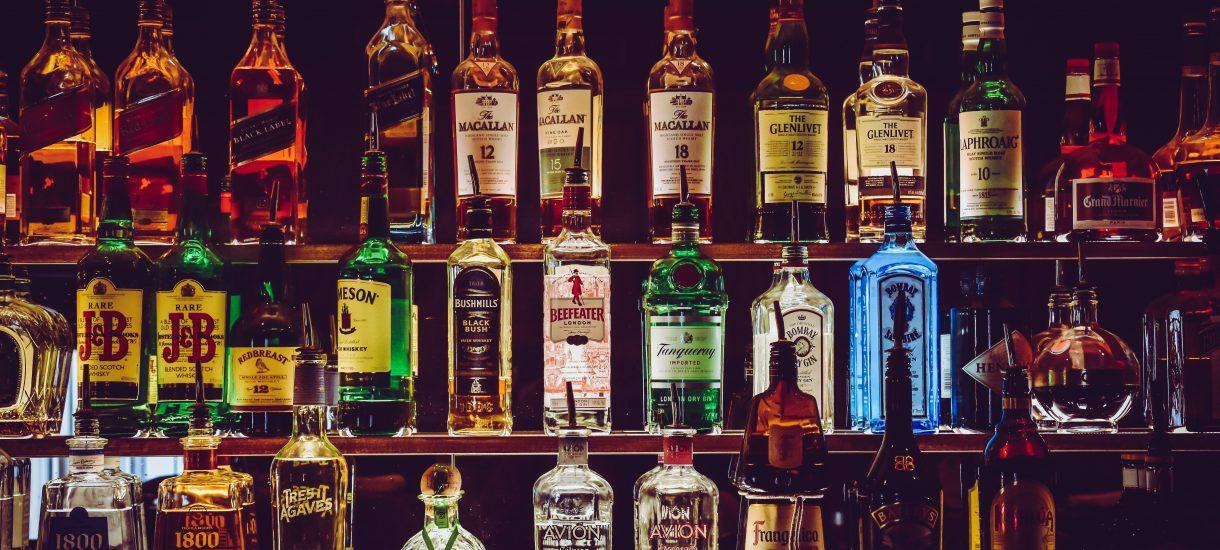 Droższy alkohol i papierosy. Rząd próbując podreperować finanse państwa idzie w ślady poprzedników