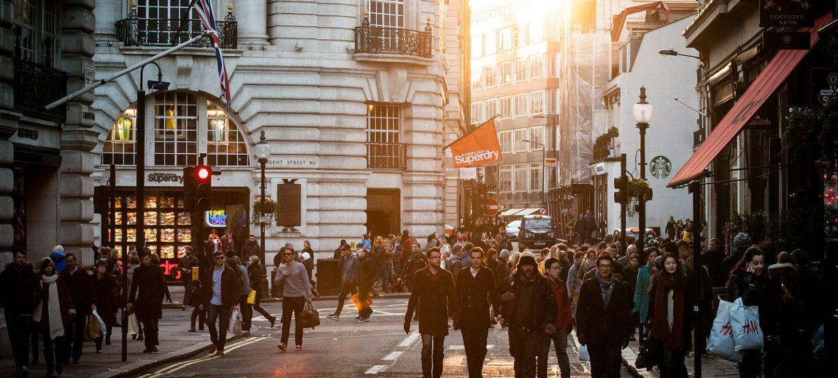 Polacy nie znają przepisów i często przechodzą po pasach jak im się żywnie podoba