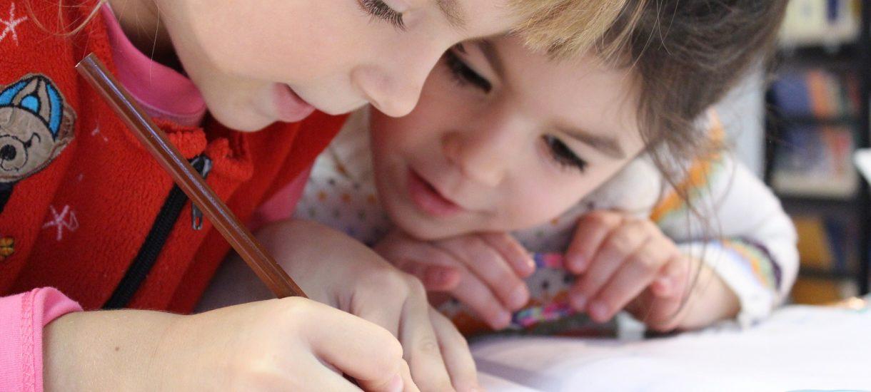 Dobra przedszkolanka, to wyższa pensja w przyszłości. Lepsze zarobki dla nauczycieli to po prostu inwestycja