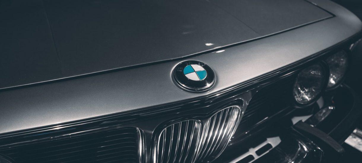 Samochód BMW doniósł na swojego kierowcę, a ten okazał się pijany. Teraz czekają go dotkliwe konsekwencje
