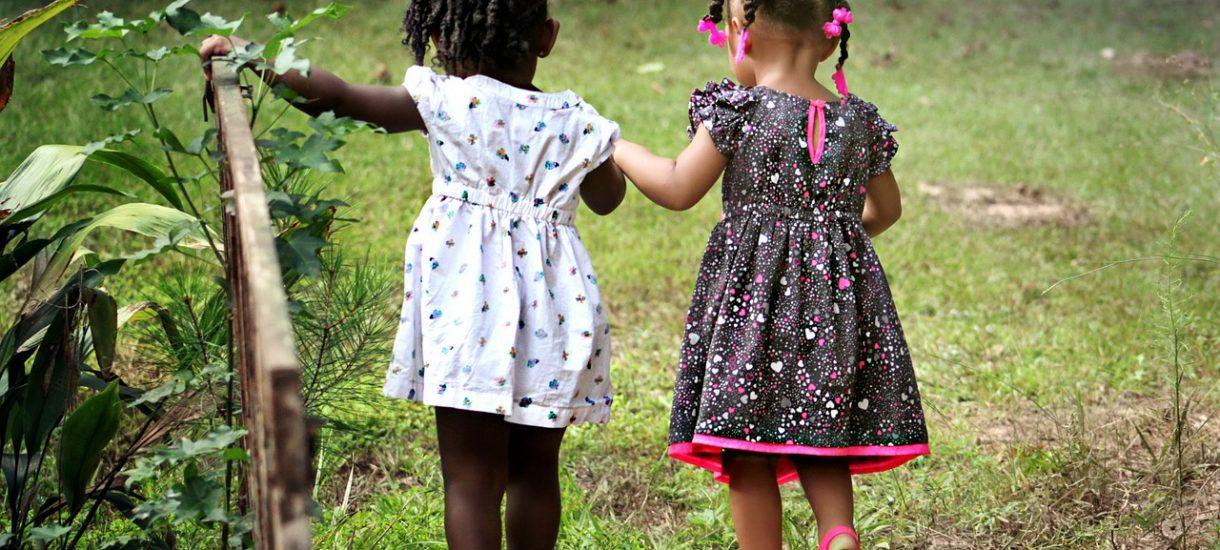 MamaDu rasistowsko wyśmiewa imiona, nadawane dzieciom imigrantów mieszkających w Polsce
