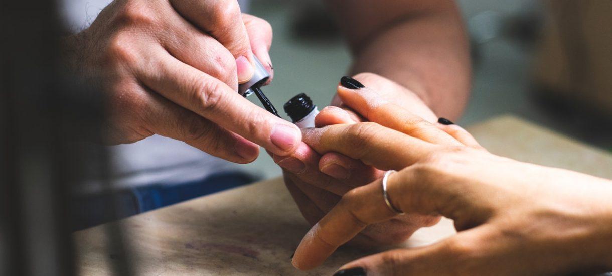Ograniczenie 500 plus. Powodem wydatki na manicure i zachcianki nowego partnera