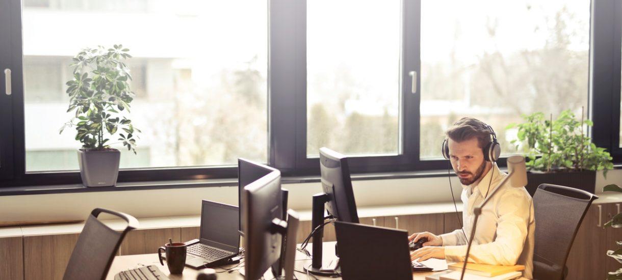 Jeśli pracujesz przy komputerze, to możesz sobie nawet nie zdawać sprawy z tego, co pracodawca powinien ci zapewnić