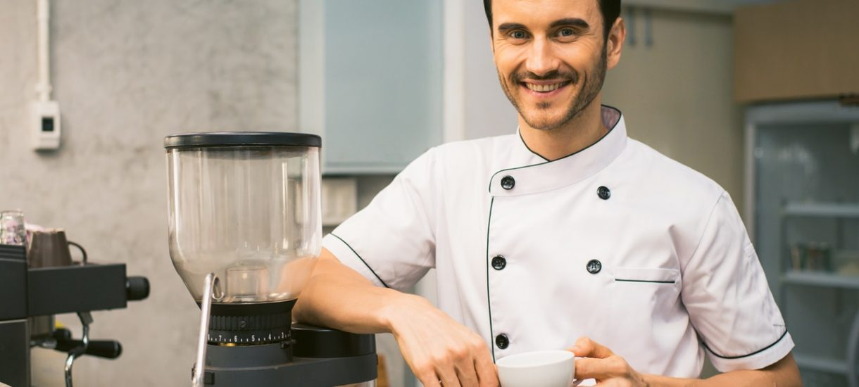 Kucharz zatrzaśnięty w chłodni. OLX w dowcipny sposób upomina użytkowników, by nie marnować czyjegoś czasu