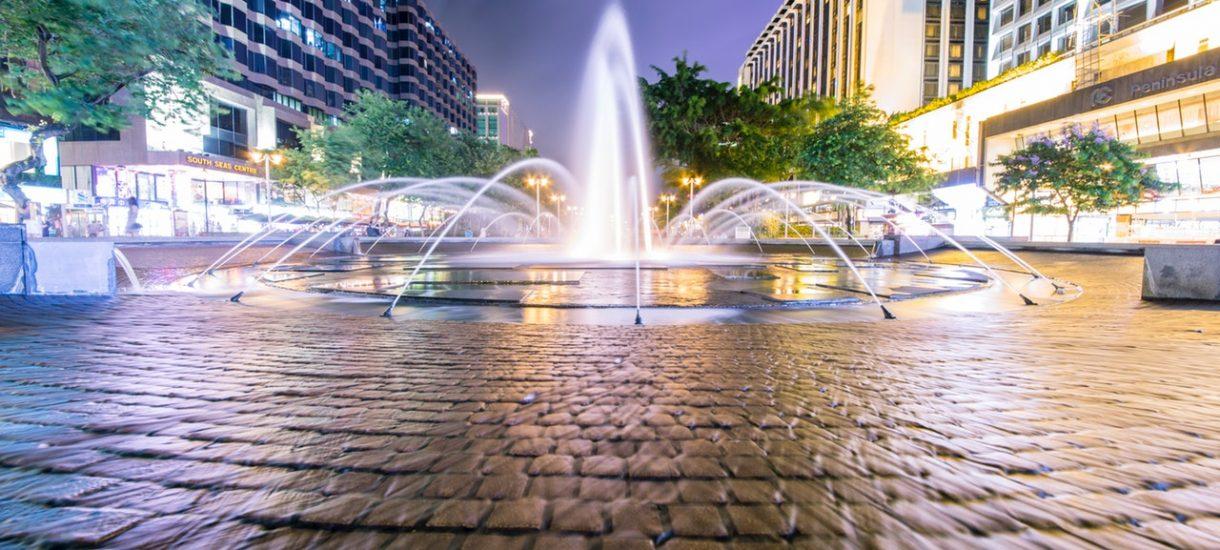 Kąpiel w miejskiej fontannie to kiepski pomysł, który może mieć poważne konsekwencje, także prawne