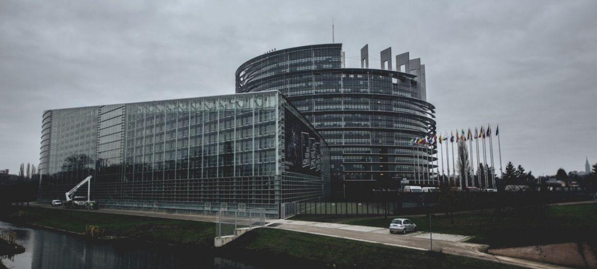 Radosław Sikorski wspiera inicjatywę próbującą zredukować liczbę siedzib Parlamentu Europejskiego. Dla dobra UE