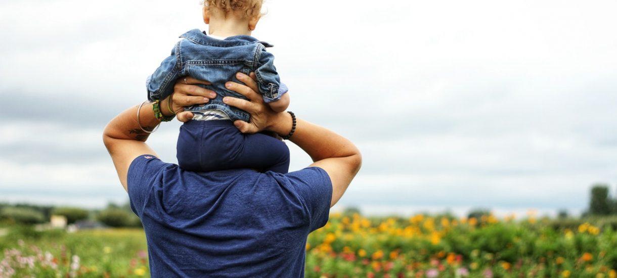 Czy polscy ojcowie będą teraz MUSIELI przechodzić na urlop rodzicielski?