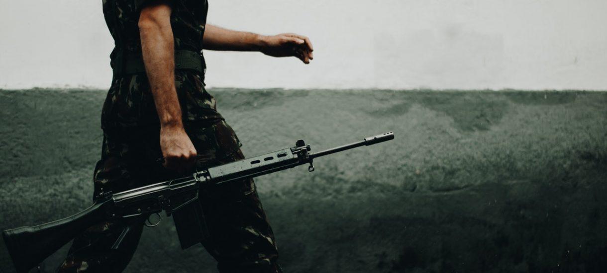 Sklep militarny z Łodzi wykorzystuje śmierć studenta WAT-u do… promocji swojego asortymentu