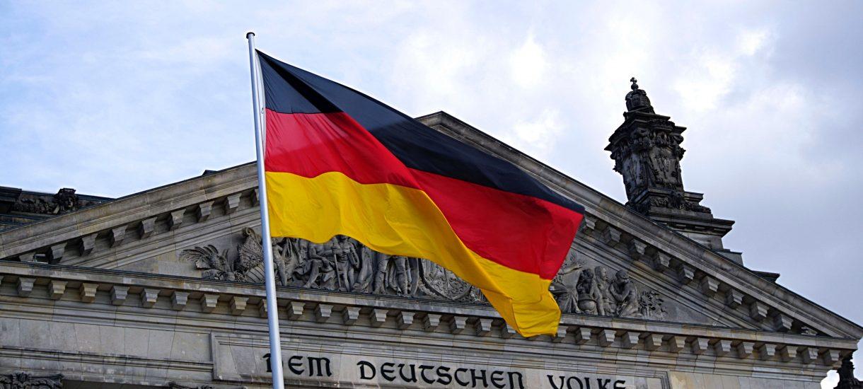 Książka z tamponami odpowiedzią na niemiecki absurd podatkowy