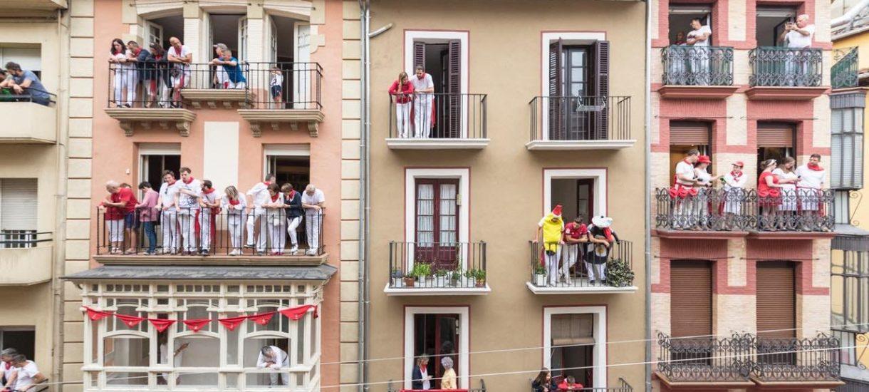 Ktoś na OLX próbuje za 340 złotych wynająć zabudowany balkon jako pokój do mieszkania. To nie pierwsze takie ogłoszenie