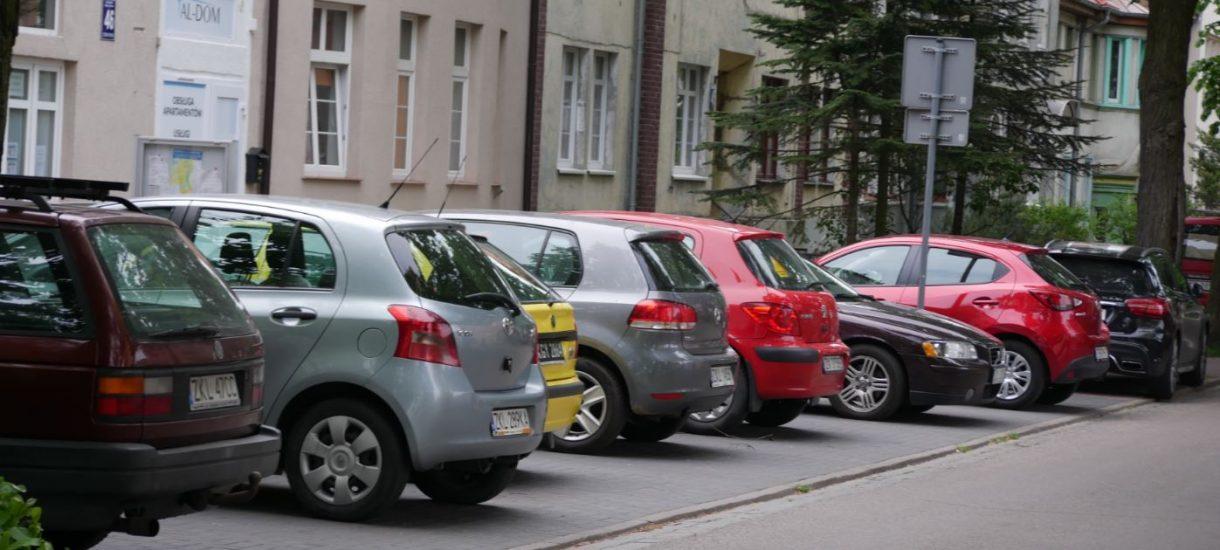 Miasta pobierają wiele opłat za parkowanie… nielegalnie. Tak wynika z raportu NIK