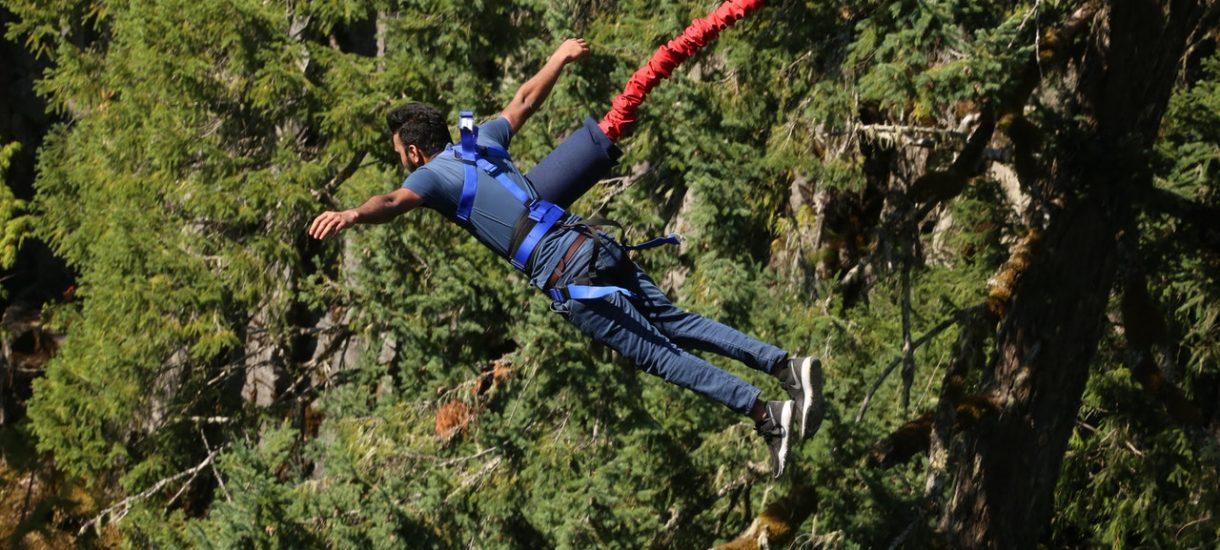 W Gdyni mężczyzna skakał na bungee, ale odpięła mu się uprząż i spadł z kilkunastu metrów. Czy organizator poniesie odpowiedzialność?