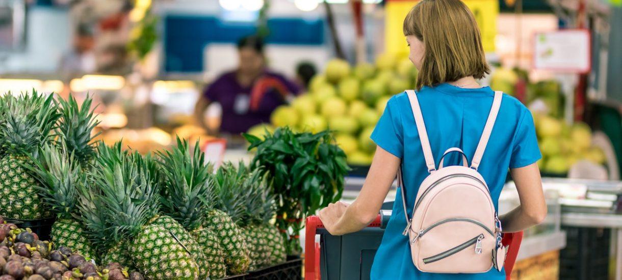 Ponieważ ceny jedzenia rosną niedostatecznie szybko, rząd wprowadza podatek dla robiących zakupy w Biedronce i Lidlu