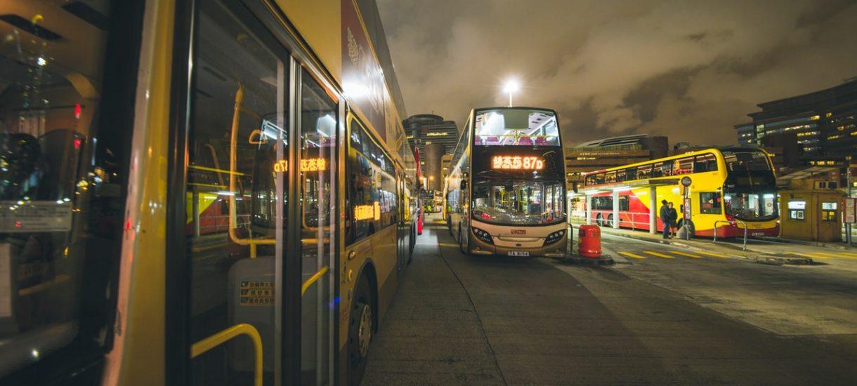 Co wolno kontrolerom biletów w komunikacji miejskiej? Podduszanie i szarpanie pasażerów odpada (a jednak się zdarza)