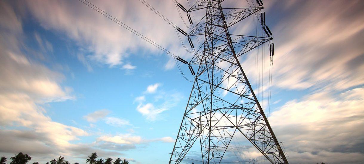 Podwyżki cen prądu. Ministerstwo namawia do wysyłania oświadczeń pocztą, ale przecież to nic nie da – data stempla nie ma znaczenia
