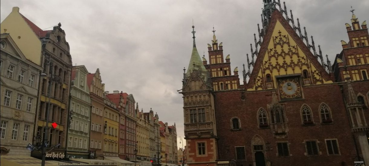 Stolica to nie ziemia obiecana. Polacy najbardziej chcą mieszkać pod Wrocławiem
