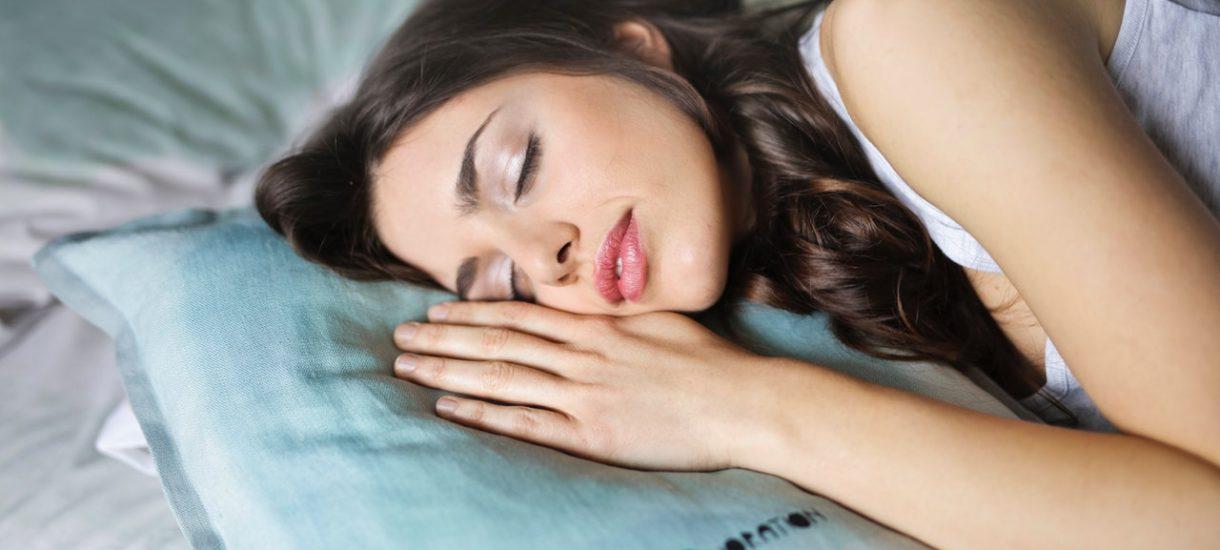Brytyjski rząd chce, by obywatele spali przynajmniej siedem godzin. Przygotowuje specjalny dokument