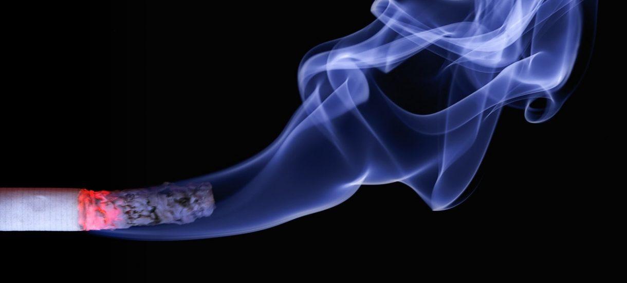 """Lekarze będą obligatoryjnie sprawdzać, czy niemowlaki """"nie palą"""" papierosów"""