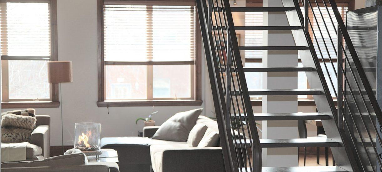 Pewien londyńczyk wynajmował mieszkanie socjalne na Airbnb. Dostał ponad 100 tys. funtów kary