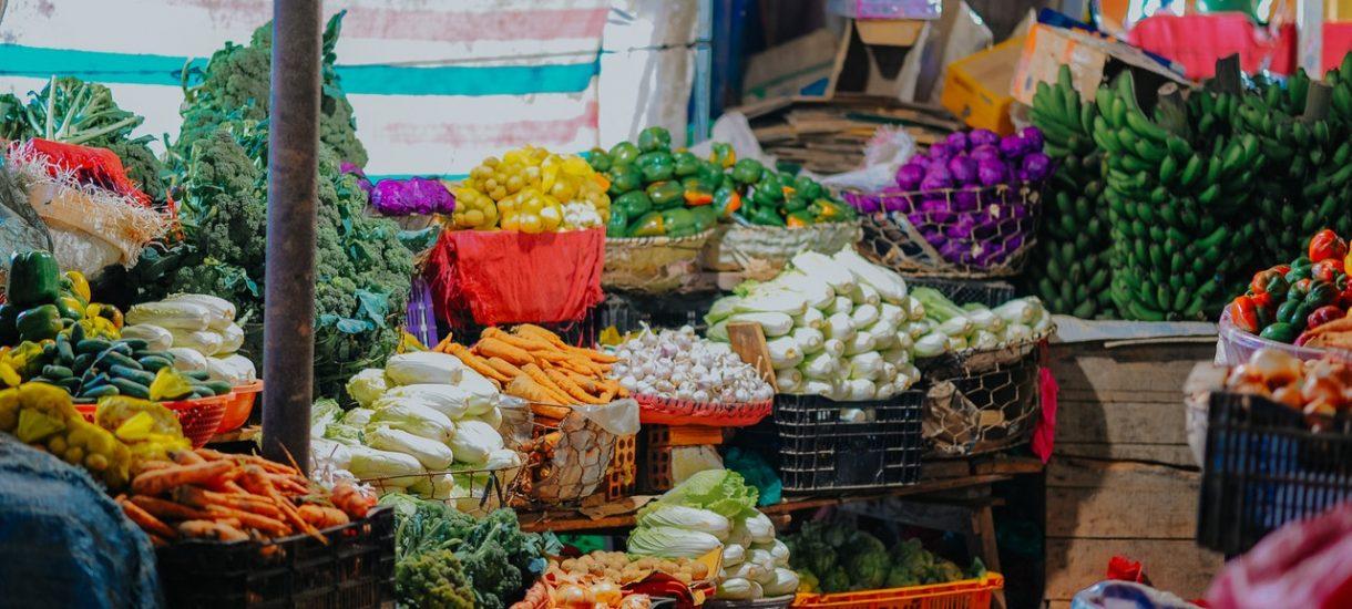 Targowiska i bazarki mogą zniknąć lub zmniejszyć swoją powierzchnię. Kupcy przegrywają z Lidlem, Biedronką czy Carrefourem
