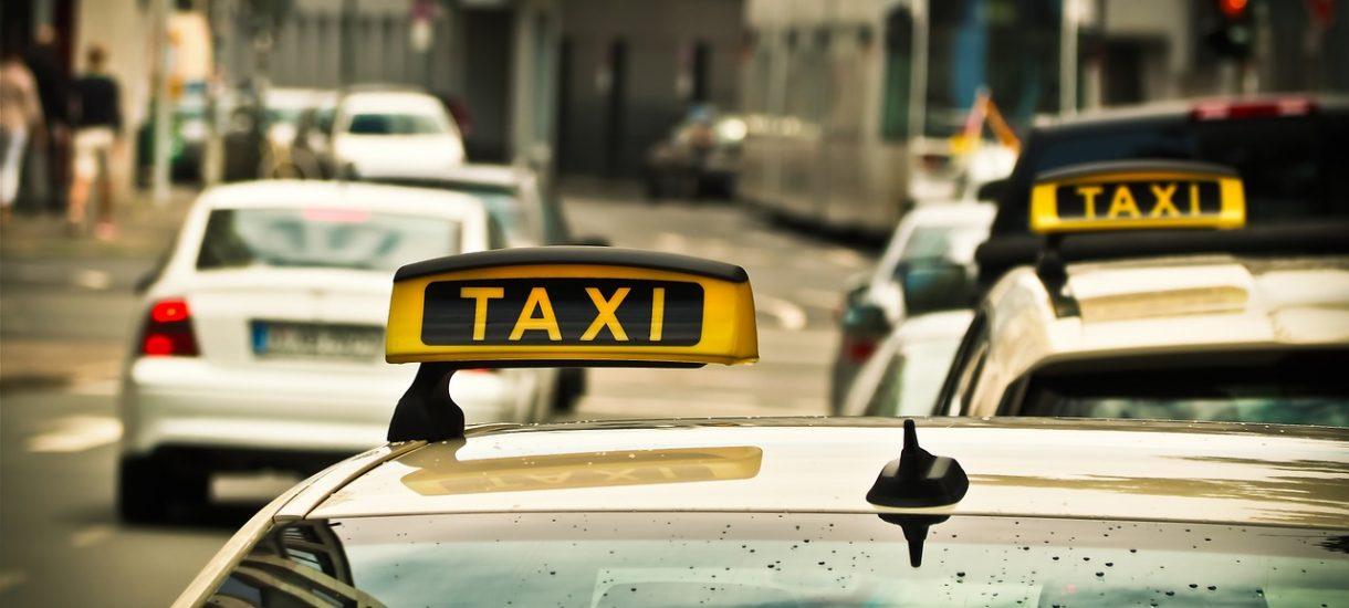 Opłata za kurs taksówką, spośród całej badanej Europy, jest najniższa w Warszawie
