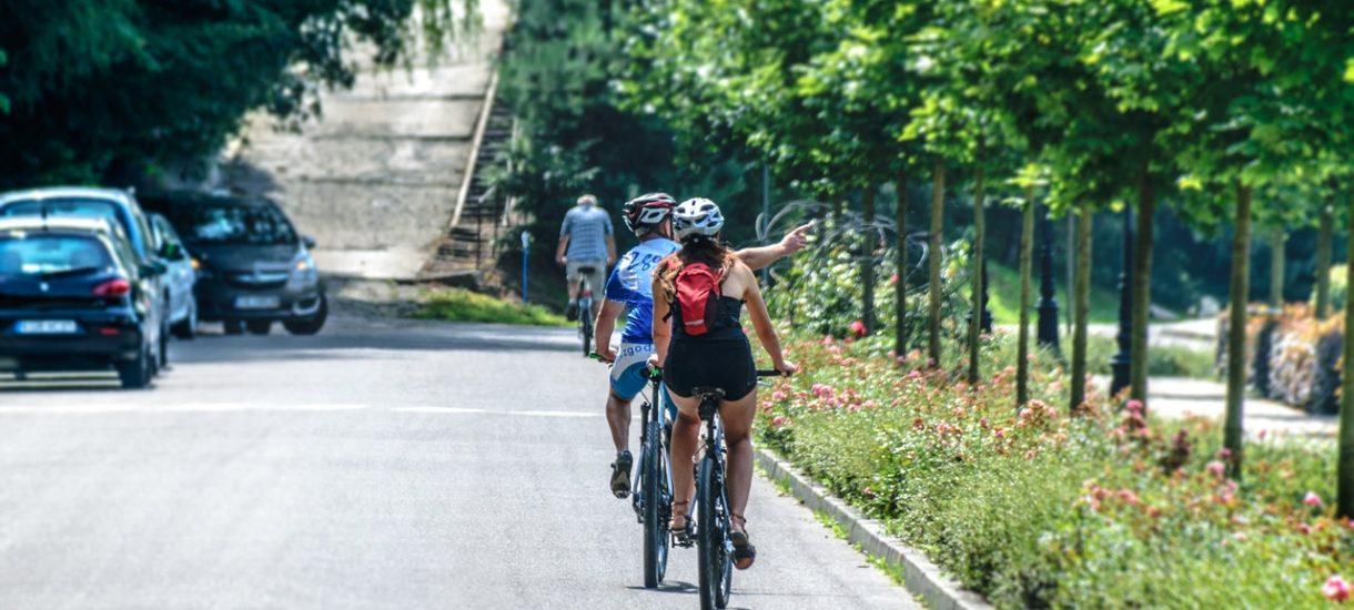 Nowe rozwiązanie dla rowerzystów. Dzięki słupkom będą wiedzieć, jak szybko powinni jechać, by zachować komfort jazdy